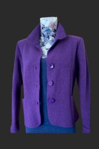 Short wool jacket with 3 button fastening and pockets. Wool jacket, purple wool jacket, short jacket, short wool jacket